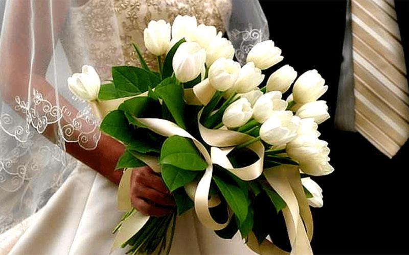 По дороге в загс таксист ей подарил букет из белых тюльпанов