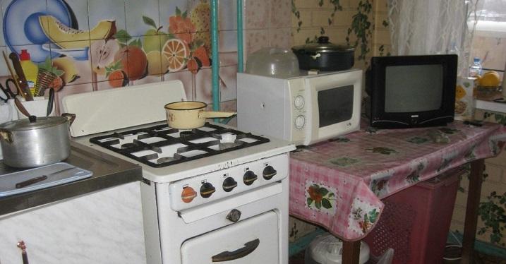 Только посмотрите какой классный ремонт она сделала на кухне своими руками