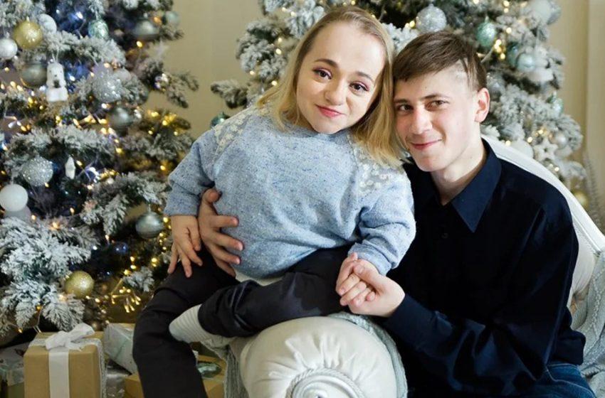 Пара Яны и Владимира: родители не приняли его девушку-инвалида. Как сейчас они живут
